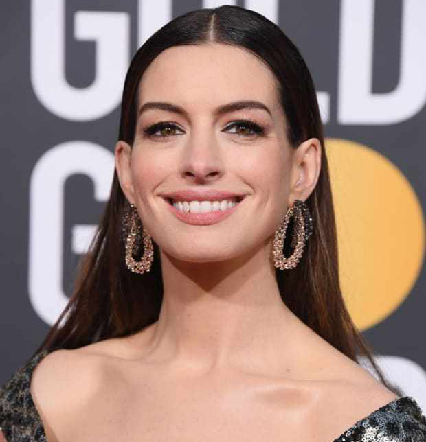 anne-hathaway-golden-globe-awards-2019