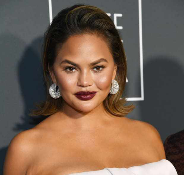 chrissy-teigen-critics-choice-awards-2019