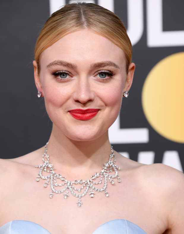 dakota-fanning-golden-globe-awards-2019
