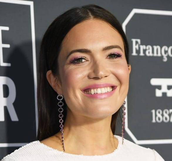 mandy-moore-critics-choice-awards-2019